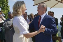Российская экономика загибается, а глава Кремля как Иванушка-дурачок танцует на чужих свадьбах