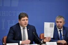 В США подтвердили коррупционный скандал в ведомстве Соколюка с биометрическими паспортами: сколько это будет продолжаться?