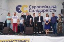 Появление Порошенко в Черновцах вызвало ажиотаж: жители не сдержались