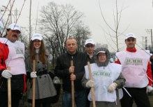 Активисты партии ''Зеленые'' во главе с Александром Прогнимаком занялись озеленением столицы.