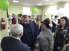Петровський Олександр Володимирович: Профінансував проект відкриття оновленого кабінету фізики, проведені ремонтні роботи, а також було придбано нове обладнання