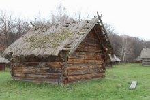 Найстарішу хату Європи в Пирогові почали рятувати!
