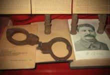 Скарб НКВД.Чиї кайдани виставлені у Музеї плакату?