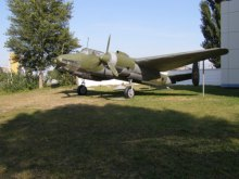 Бомбардувальник ТУ-2 як прикраса Троєщини