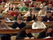 Громадськість закликає владу відреагувати на факти урізання стипендій