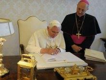 Папа Римский должен исправить ошибки в катехизисе