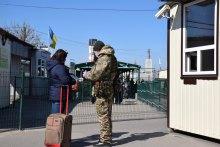 Між Україною та ''Л/ДНР'' діють корупційні схеми з виплати пенсій жителям ОРДЛО.