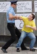 Українська молодь показала міліції жовту картку!