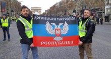 ''За протестами стоят донбасские сепаратисты''. В соцсетях показали, как в Париже развернули флаг ''ДНР''
