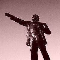 Люди і пам'ятник