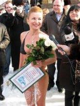 Прикольна блондинка з Лаври перейшла до репресій!