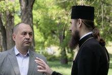 Важкий шлях до українського храму